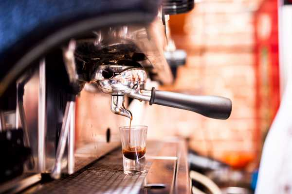 Cafetera en un bar
